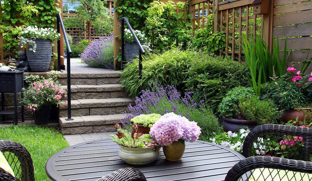 تصویر از چگونه یک فضای سبز زیبا برای خانه مان طراحی کنیم؟